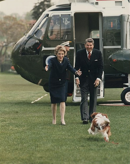 Reagans disembarking helicopter with presidential pet dog Rex