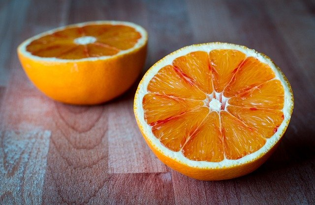 Can dogs eat oranges such as these ones?