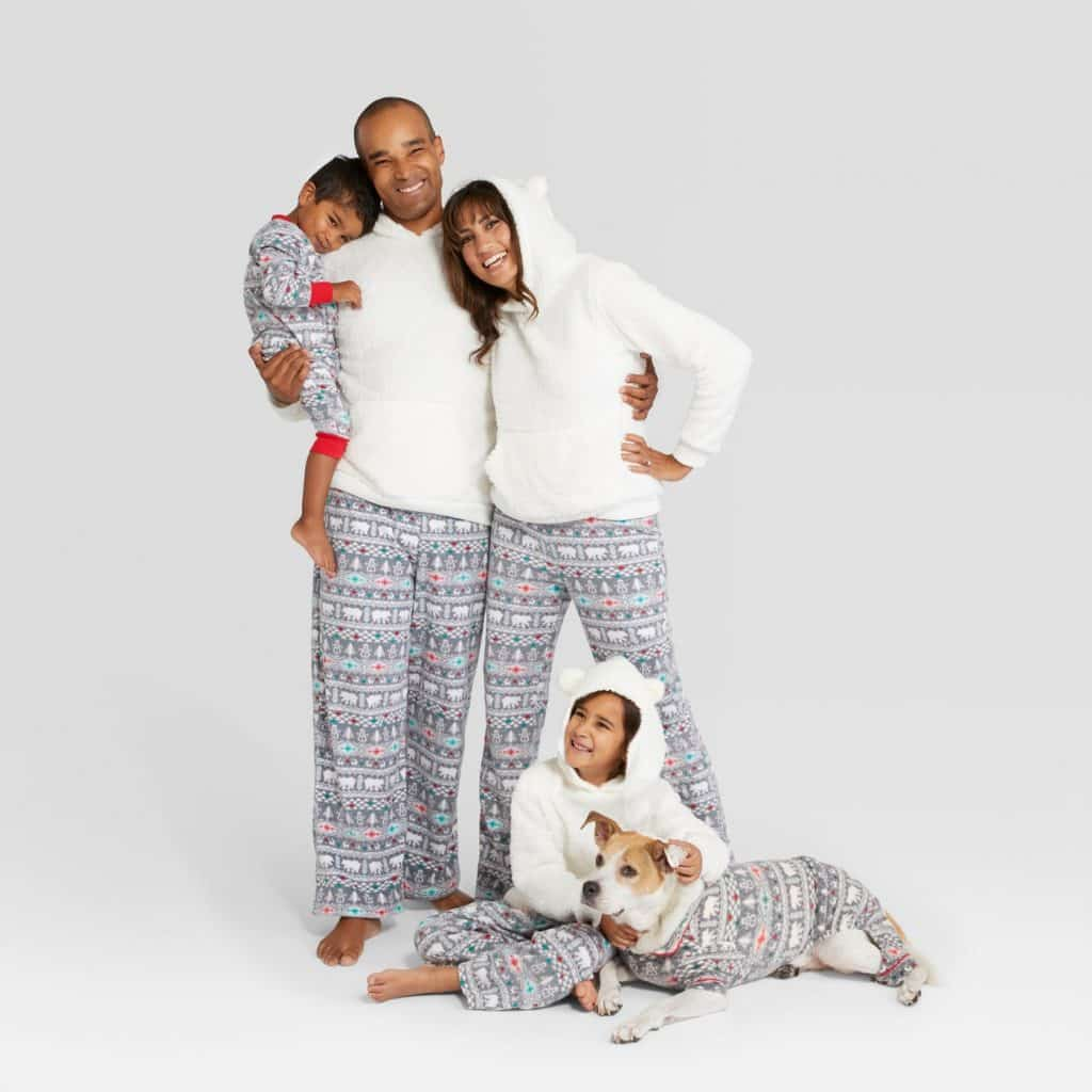 4f19cbd928686 8 Human and Dog Matching Christmas Pajamas You'll Need After Seeing ...
