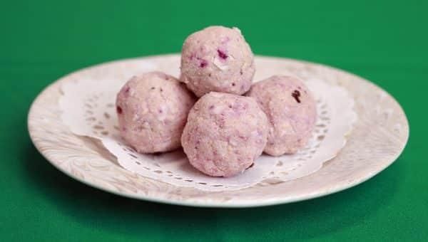 Easy No-Bake Strawberry Yogurt Dog Treats Are Perfect for Valentine's Day