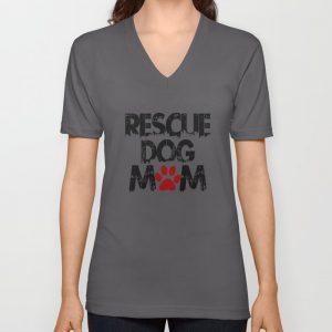 """""""Rescue Dog Mom"""" unisex v-neckshirt"""