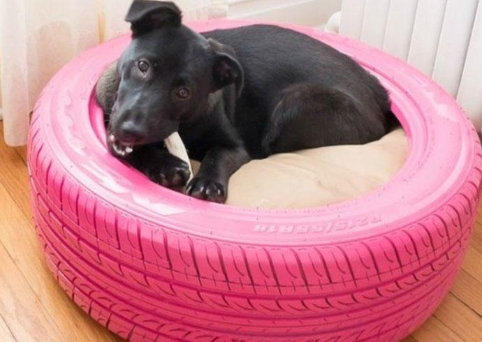 manualidades creativas para perros - cama para perros en una llanta de coche