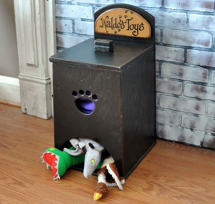 manualidades creativas para perros - dispensador de juguetes de madera para perros