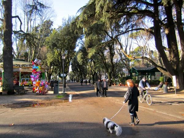passeggiare con il cane a villa borghese roma