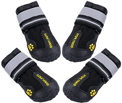 Qumy waterproof dog boots for running with your dog in winter