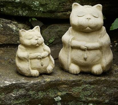 concrete cat statuary, pair