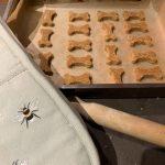 cuisson des biscuits au beurre de cacahuète pour chien