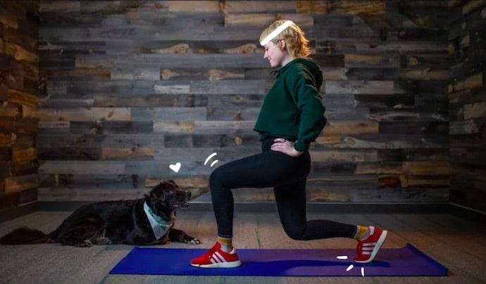 sport à la maison avec son chien