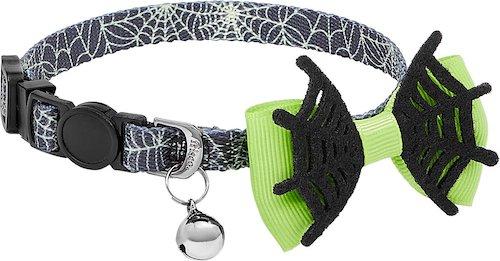 Spiderweb collar with green webbed bowtie