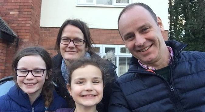 Dog loving family here for you !, dog sitter in Swindon