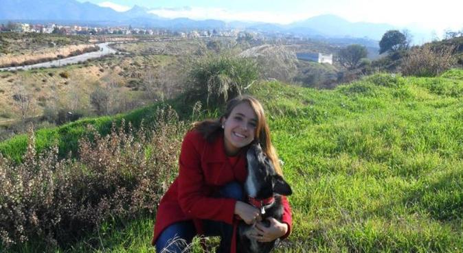 Paseadora amor peludo., canguro en Granada