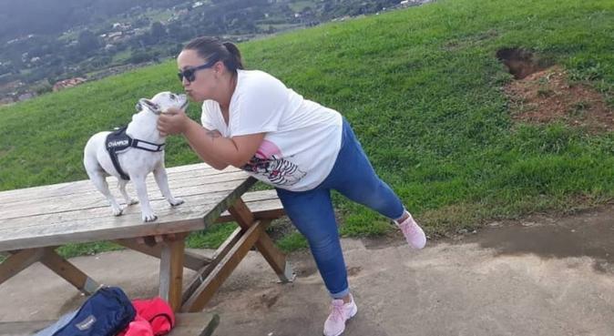 Paseadora perruna por la capital del principado, canguro en Oviedo