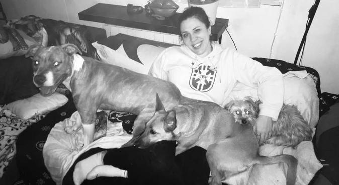 Amantes de los animales se ofrecen para cuidarlos, canguro en Madrid