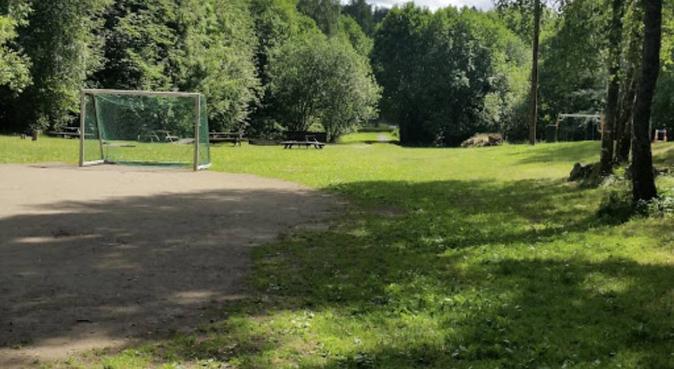 Tur og lek ved Østmarka i Oslo, hundvakt nära OSLO