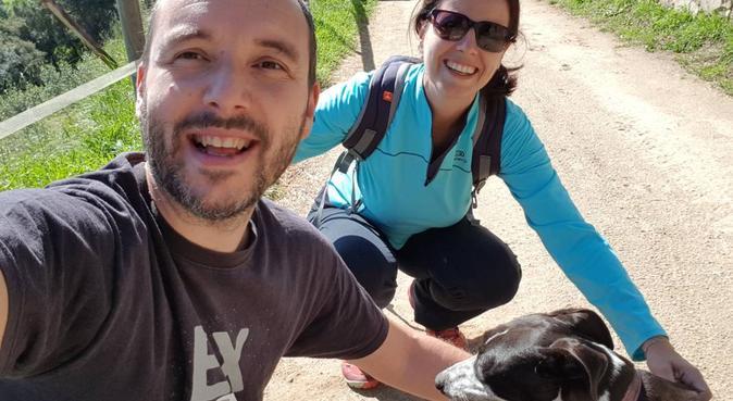 Cuidadores responsables en entorno natural ideal, canguro en Teià, España