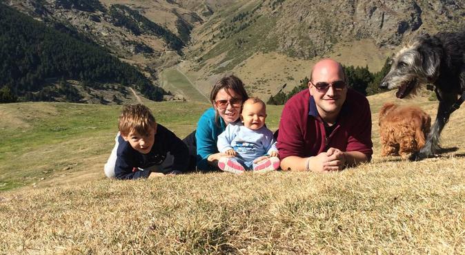 Familia perruna, canguro en Sant Cugat Del Vallès