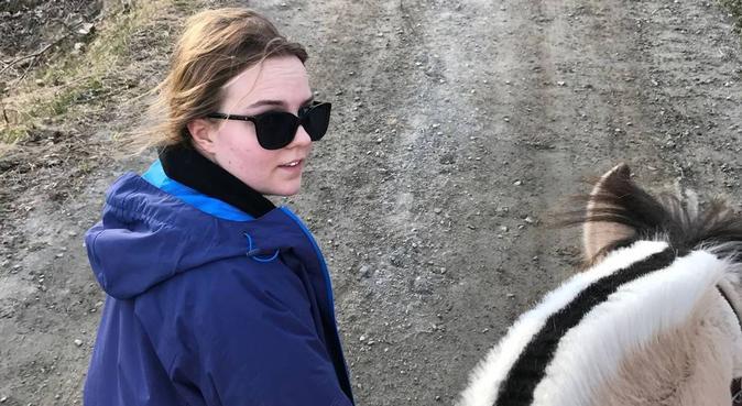 En trygg hjelpende hånd, hundvakt nära Rasta
