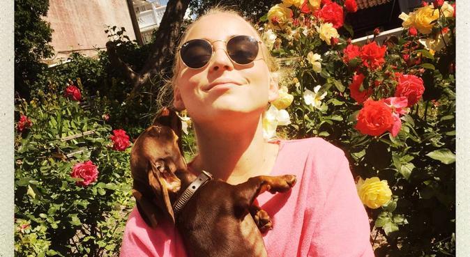 Hundälskande tjej med massor av kärlek att ge, hundvakt nära lund