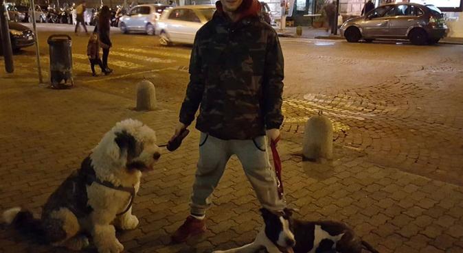 Passeggiare in città per imparare a e bene insieme, dog sitter a Napoli