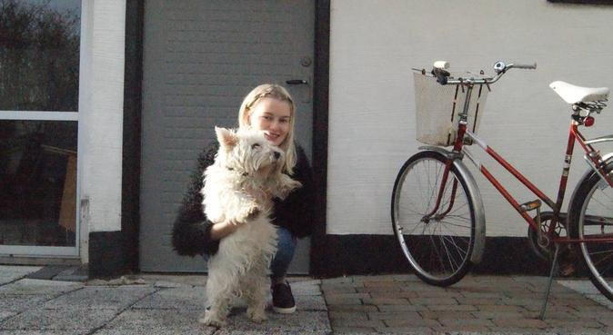 Hundlängtande tjej i Kristianstad, hundvakt nära Kristianstad, Sverige
