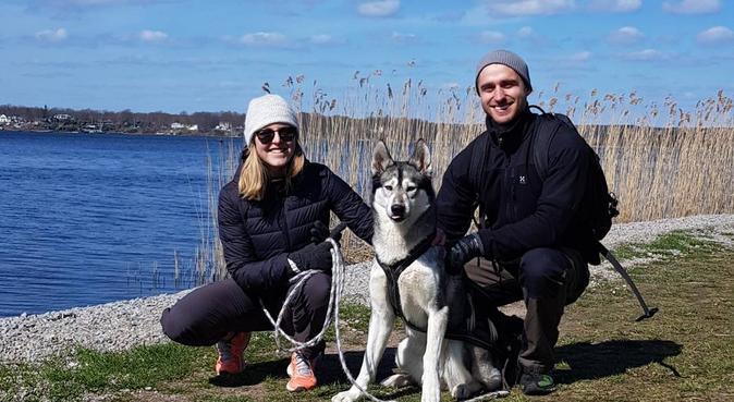 Hundpassning av aktivt par i Karlskrona/Trossö, hundvakt nära Karlskrona, Sverige