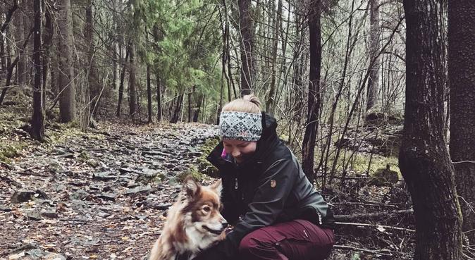 Par som elsker turer i marka, hundvakt nära Oslo