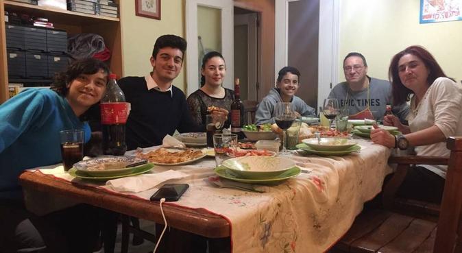 Estudiante de 19 años pasea a perros por 7€/h, canguro en Granada