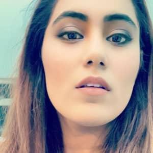 Hina Khan T.