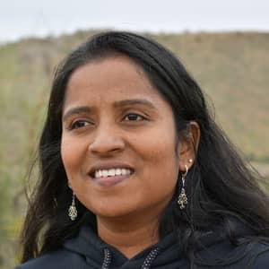 Sridhivya D.
