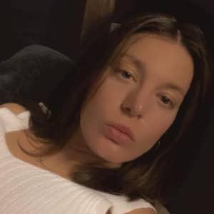 Viktoriia R.