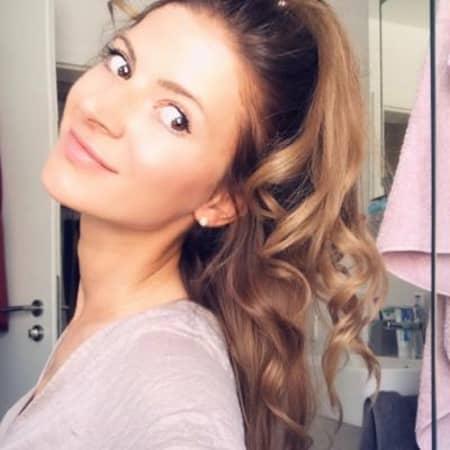 Sarah Svetlana S.